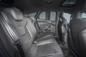 L'intérieur, à l'arrière, de la Ford Focus RS 3