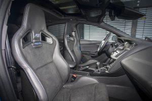 L'intérieur, à l'avant, de la Ford Focus RS 3