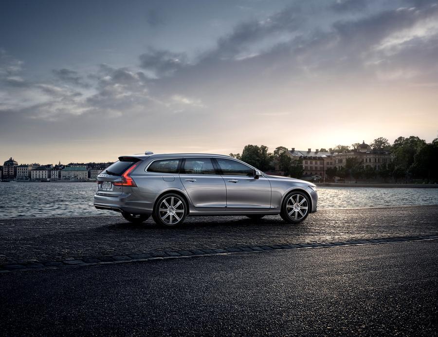 Nouvelle Volvo V90 de nuit