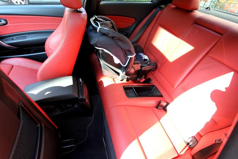 Siège auto dans une BMW 125i