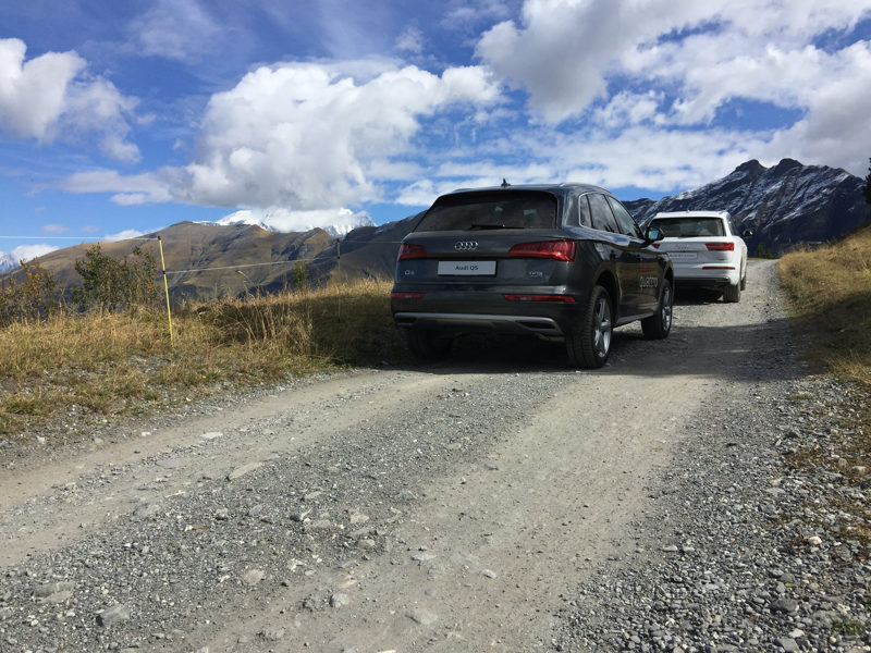 Audi Q5 et Q7 e-tron face au Mont-Blanc