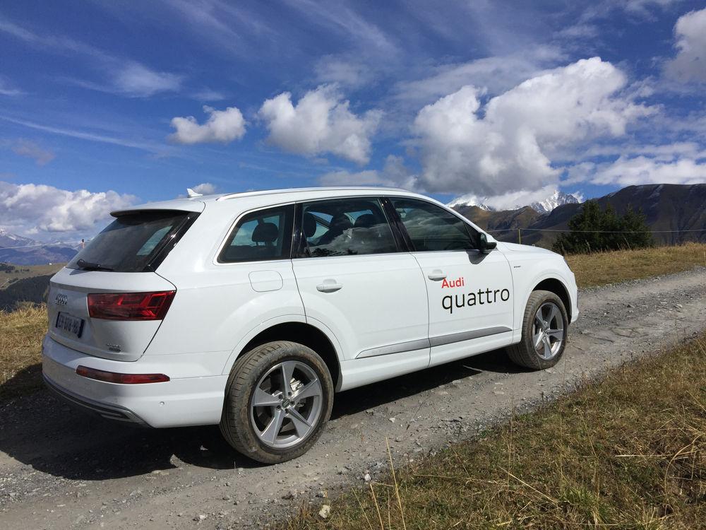 AUdi Q7 e-tron et vue sur le Mont-Blanc