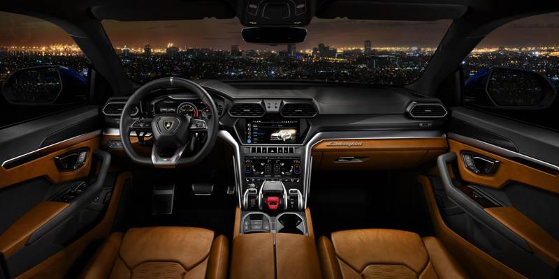 Lamborghini Urus - à l'intérieur